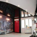 Чёрно белый натяжной потолок: варианты дизайна