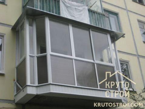 Сколько стоит застеклить балкон пластиком? факторы, влияющие.