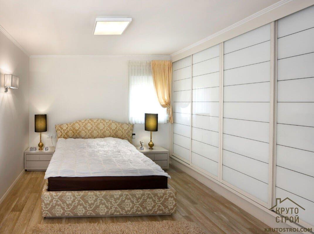 угловые шкафы купе и встроенные распашные шкафы в маленькую спальню